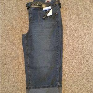 NWT Gitano size 18W Plus capri denim belt included